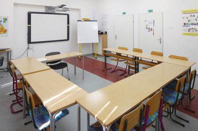 Sodobno opremljena učilnica za učenje tujih jezikov
